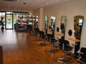 Conversion of a travel agency premises into leading salon